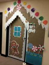 40 Simple DIY Christmas Door Decorations For Home And School (15)