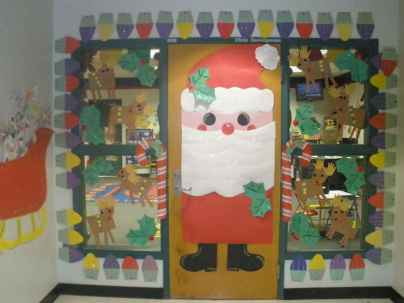 40 Simple DIY Christmas Door Decorations For Home And School (34)