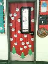 40 Simple DIY Christmas Door Decorations For Home And School (9)