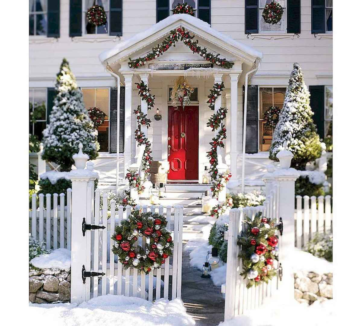50 Awesome Christmas Front Porch Decor Ideas And Design (41)