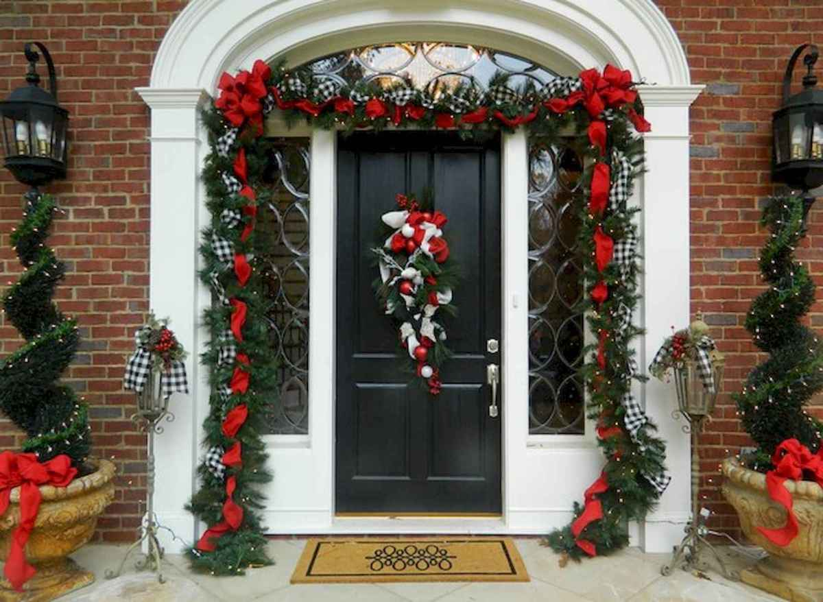 50 Awesome Christmas Front Porch Decor Ideas And Design (46)