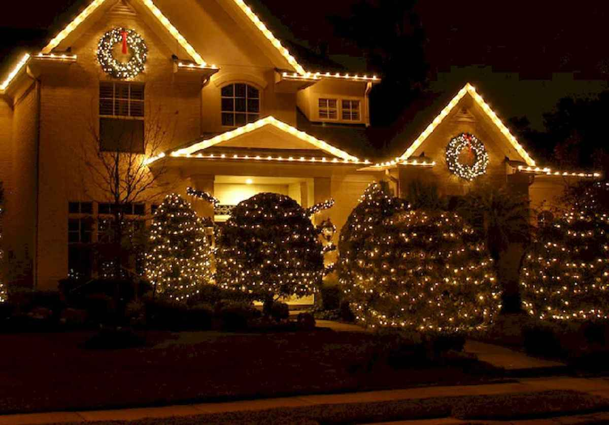 50 Awesome Outdoor Christmas Decor Ideas And Makeover (34)