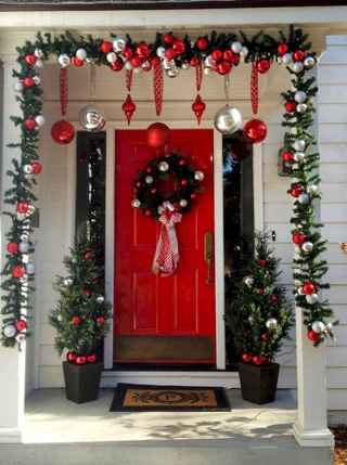 50 Christmas Front Porch Decor Ideas And Makeover (12)