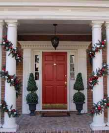 50 Christmas Front Porch Decor Ideas And Makeover (23)
