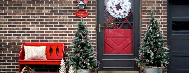 50 Christmas Front Porch Decor Ideas And Makeover (37)
