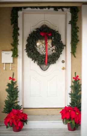 50 Christmas Front Porch Decor Ideas And Makeover (38)