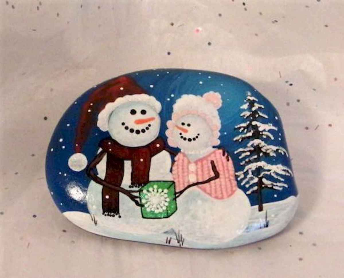 50 Easy DIY Christmas Painted Rock Design Ideas (25)
