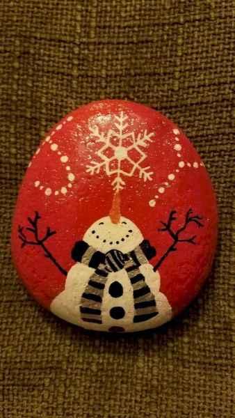 50 Easy DIY Christmas Painted Rock Design Ideas (37)