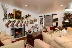 60 Best Farmhouse Christmas Decorating Ideas And Makeover (44)