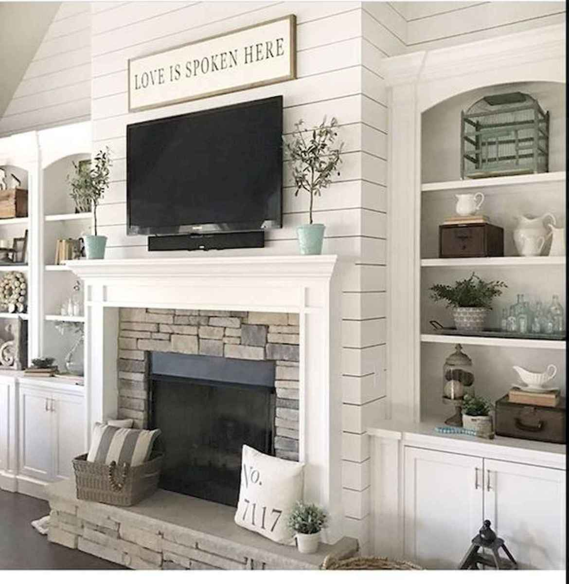 40 Awesome Fireplace Makeover For Farmhouse Home Decor (37)