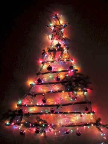 70 Awesome Christmas Lights Apartment Decorating Ideas And Makeover (68)