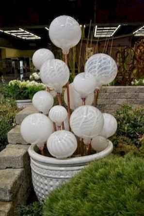 24 Beautiful DIY Garden Ball Ideas (23)