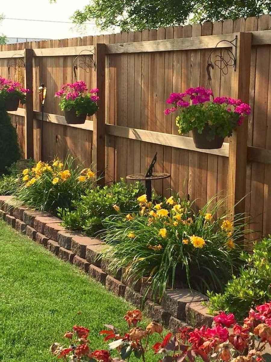 40 Unique Garden Fence Decoration Ideas (29)