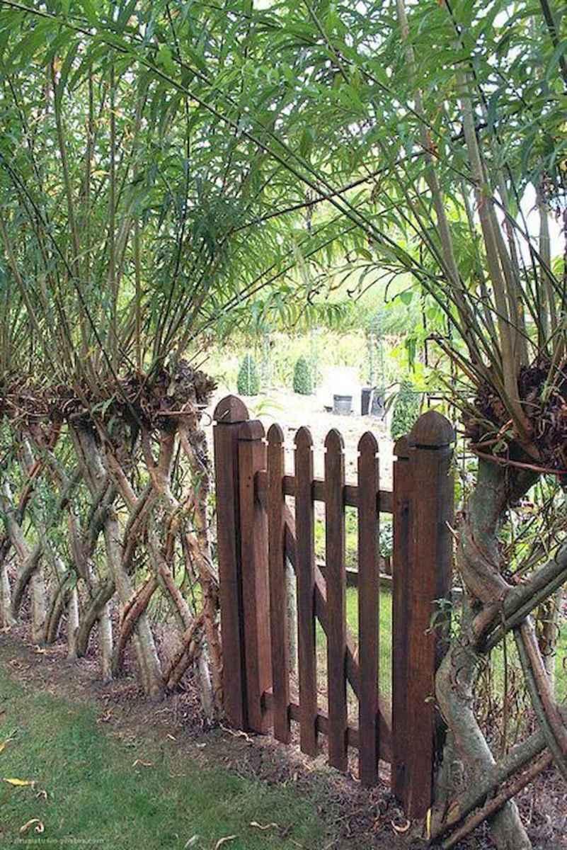 40 Unique Garden Fence Decoration Ideas (35)