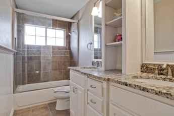 54 Amazing Small Bathroom Remodel Ideas (31)
