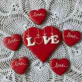25 Gorgeous Painted Rocks Valentines Day Ideas (11)