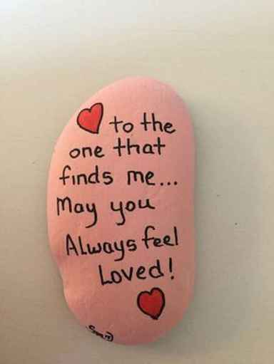 25 Gorgeous Painted Rocks Valentines Day Ideas (15)
