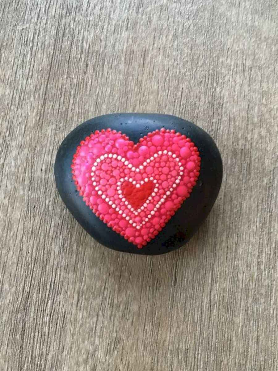 25 Gorgeous Painted Rocks Valentines Day Ideas (4)