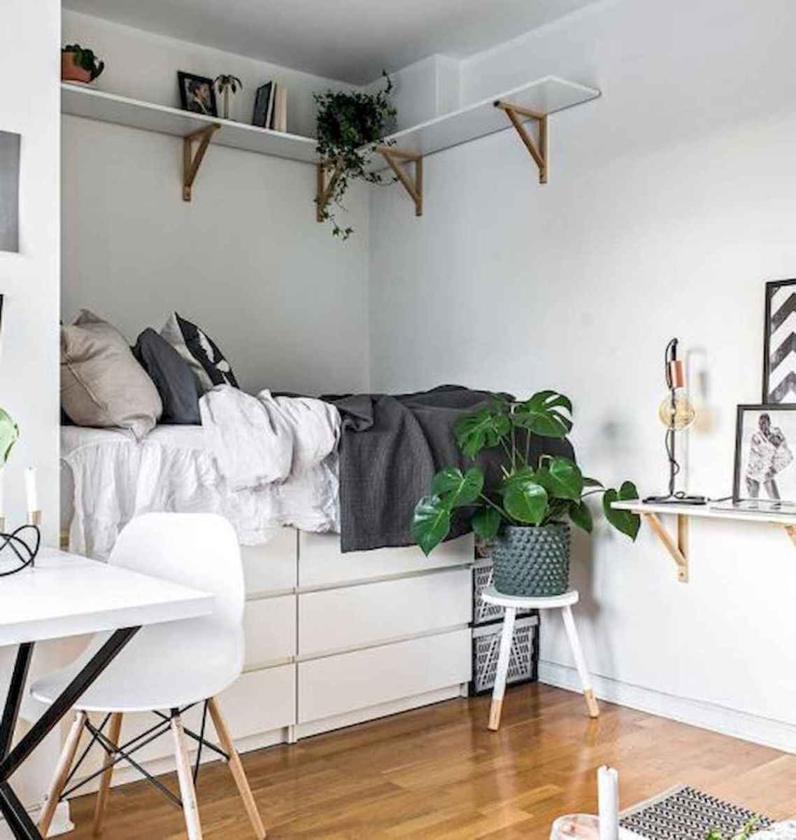 50 Stunning Small Apartment Bedroom Design Ideas and Decor (44)
