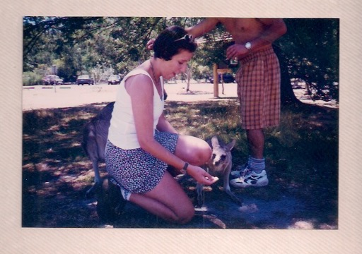 Bel en Australia con canguro