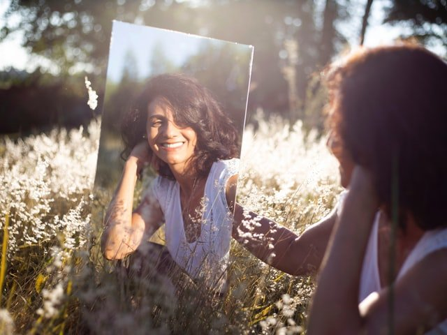 How Mirror Gazing Meditation (Looking At Yourself In The Mirror) Benefits You