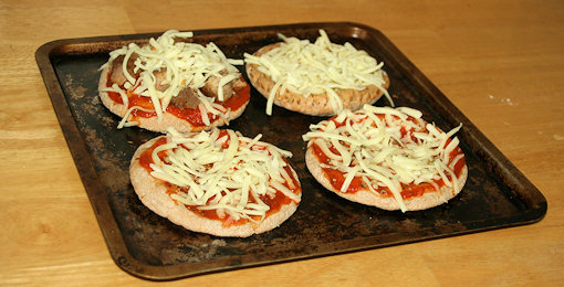 How To Make Your Own Low Calorie Pita Pizza A K A