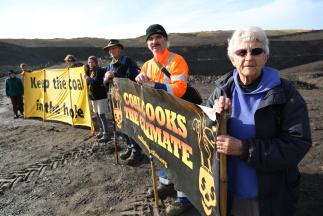 Auckland Coal Action: Activists carry out Waikato coal mine inspection, leave climate message