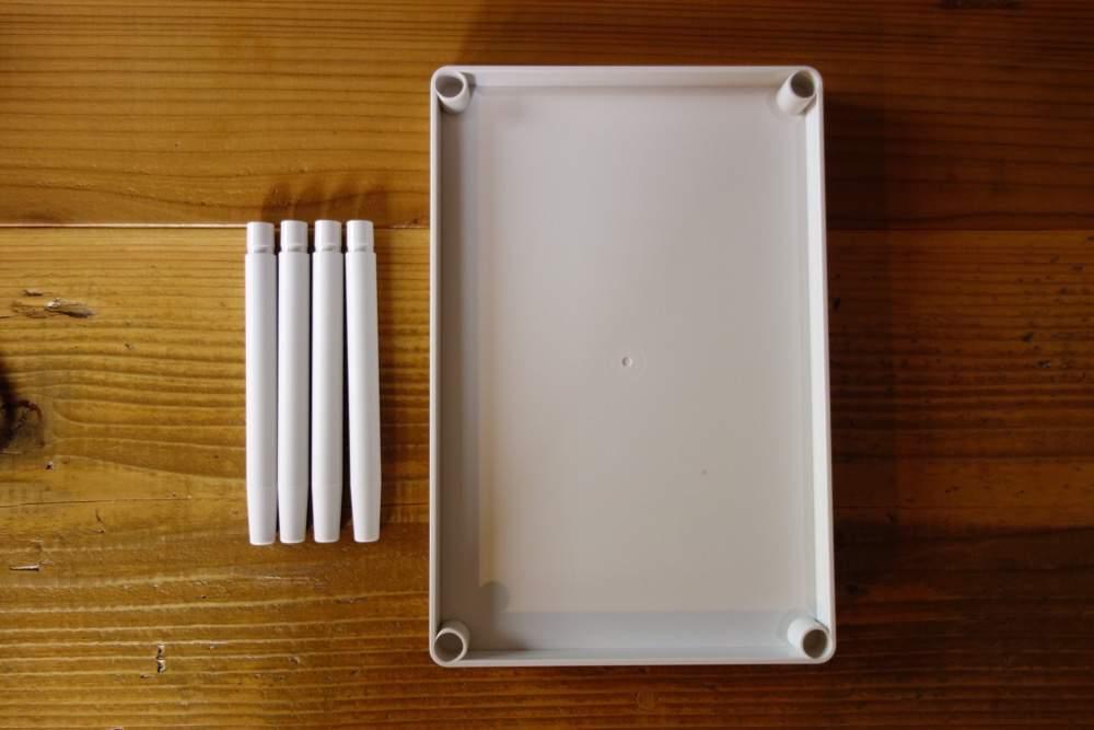 無印良品のABS樹脂トレーを使って文房具を整理しました。棚のごちゃごちゃがスッキリ!
