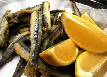 These fresh smelts were simply coated in a flour and spice mixture and quickly deep fried before being served with some coarse salt and fresh lemon.