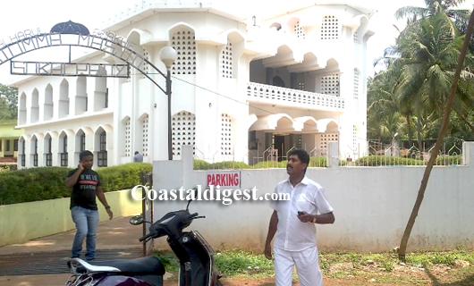 BJP_activists_resort_3