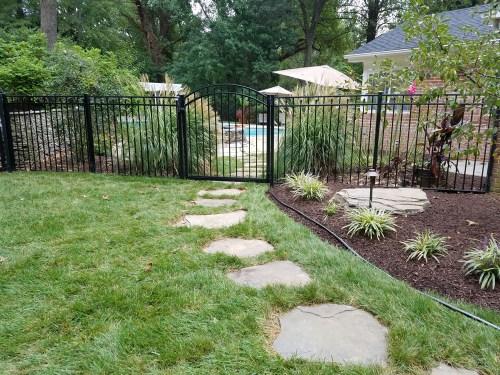 arched-gate-black-aluminum-fence-1
