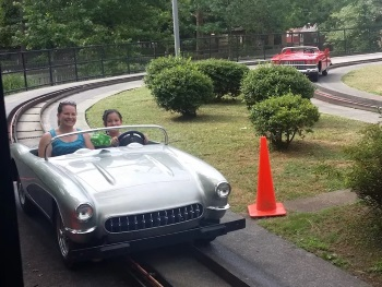 Rockin' Roadway Car Ride - Dollywood