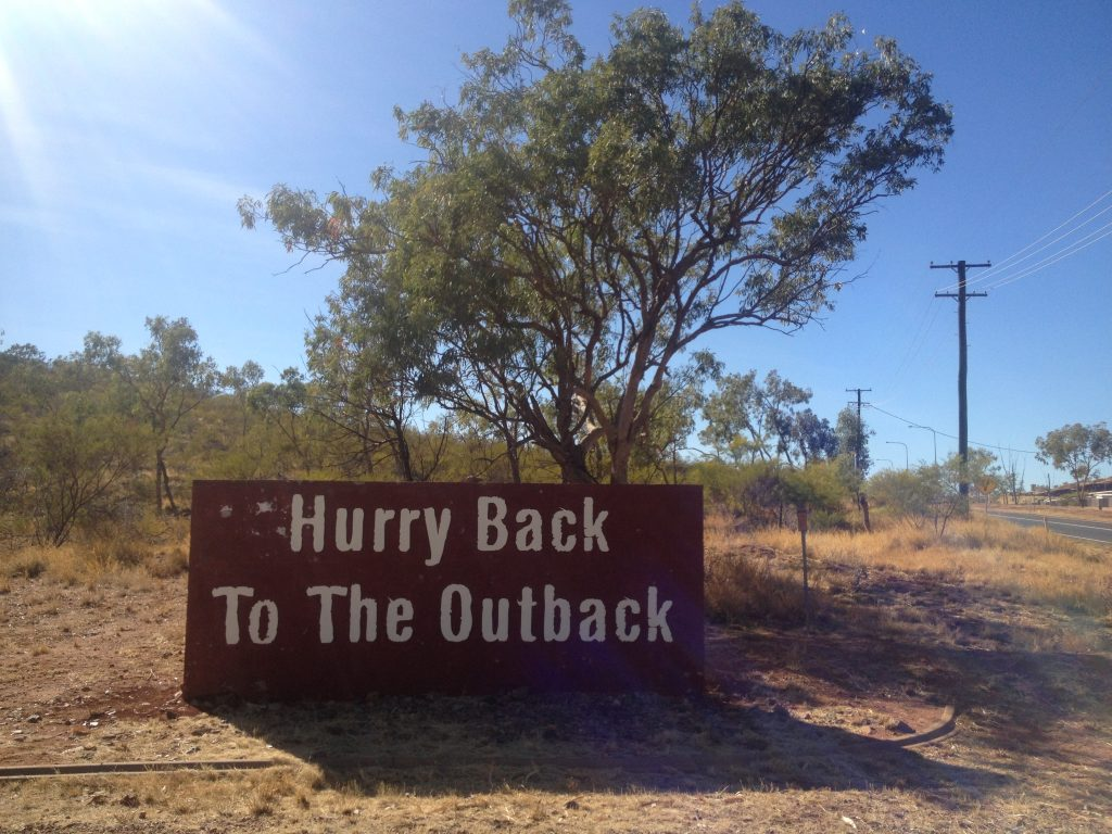 A sign urging us to 'Hurry Back to the Outback'