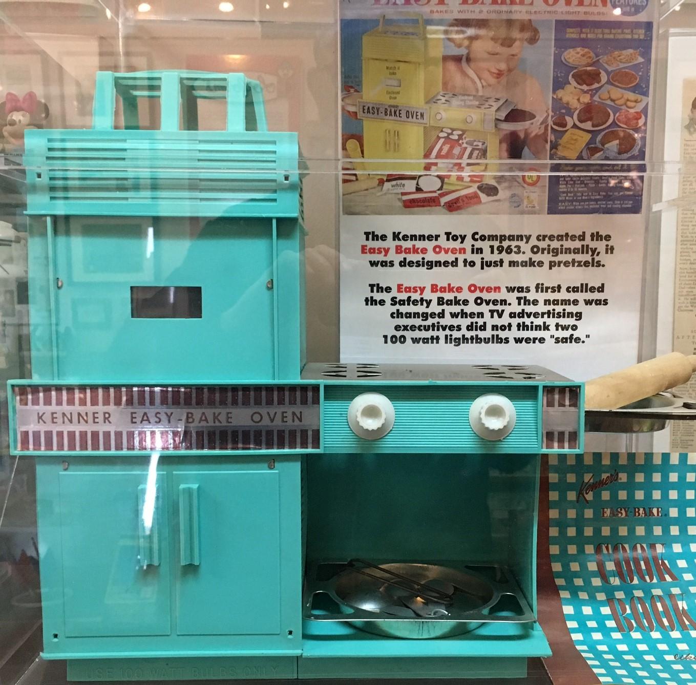Classic Easy Bake Oven (Photo by MontaraManDan)