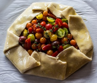 Tomato pesto crostata, ready for the oven. Dawn Page / CoastsideSlacking