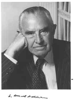 Harriman, banquero, asesor de Stalin y promotor de la bomba atómica