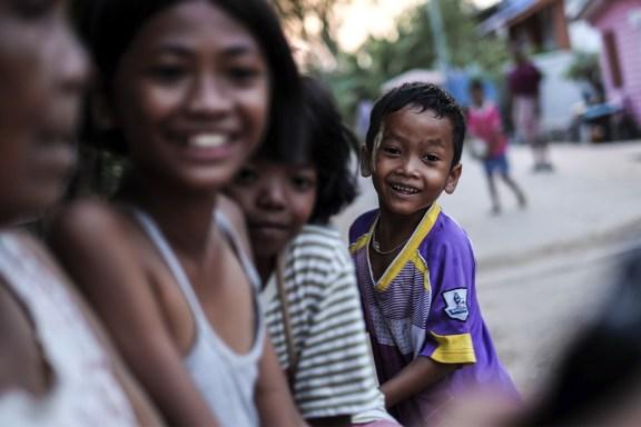 cobalt_state_thailand_surin_outside_kids