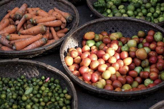 cobalt_state_kratie_market_tomatoes