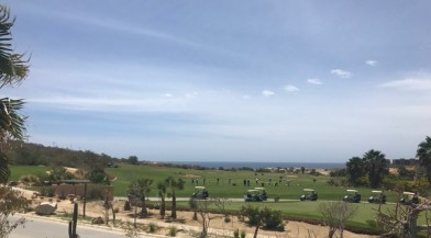 Golfers lined up at Puerto Los Cabos course