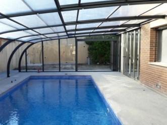 Cubierta piscina fachada casa