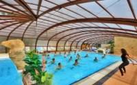 Ejercicio físico en la piscina