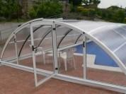 Puerta de la cubierta de piscina en un frontal
