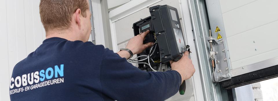 elektrische bediening van een bedrijfsdeur