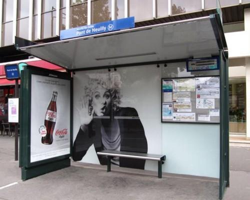 Campagne d'affichage Coca-Cola Light dans des abribus