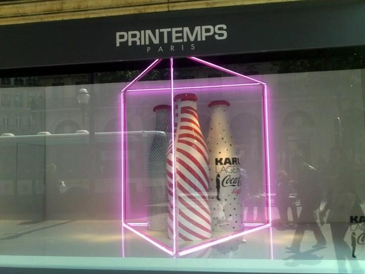 Coca-Cola Light x Lagerfeld dans les vitrines du Printemps