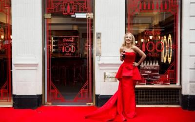 Inauguration glamour d'une boutique Coca-Cola éphémère à Londres