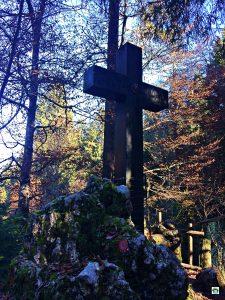 Croce del Partigiani sul Pian del Cansiglio