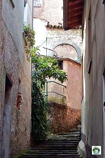 Borgo Medioevale di Novale-Cocco on the road