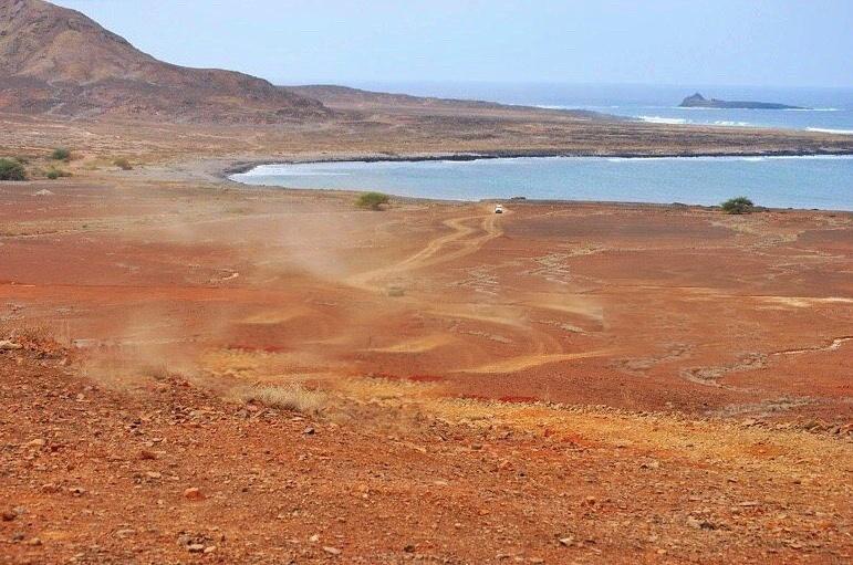 paesaggio Isola di Sal mare e deserto