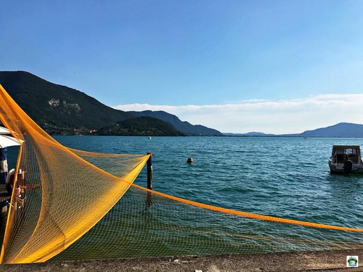 Reti da pesca Monte Isola-Cocco on the road.jpg